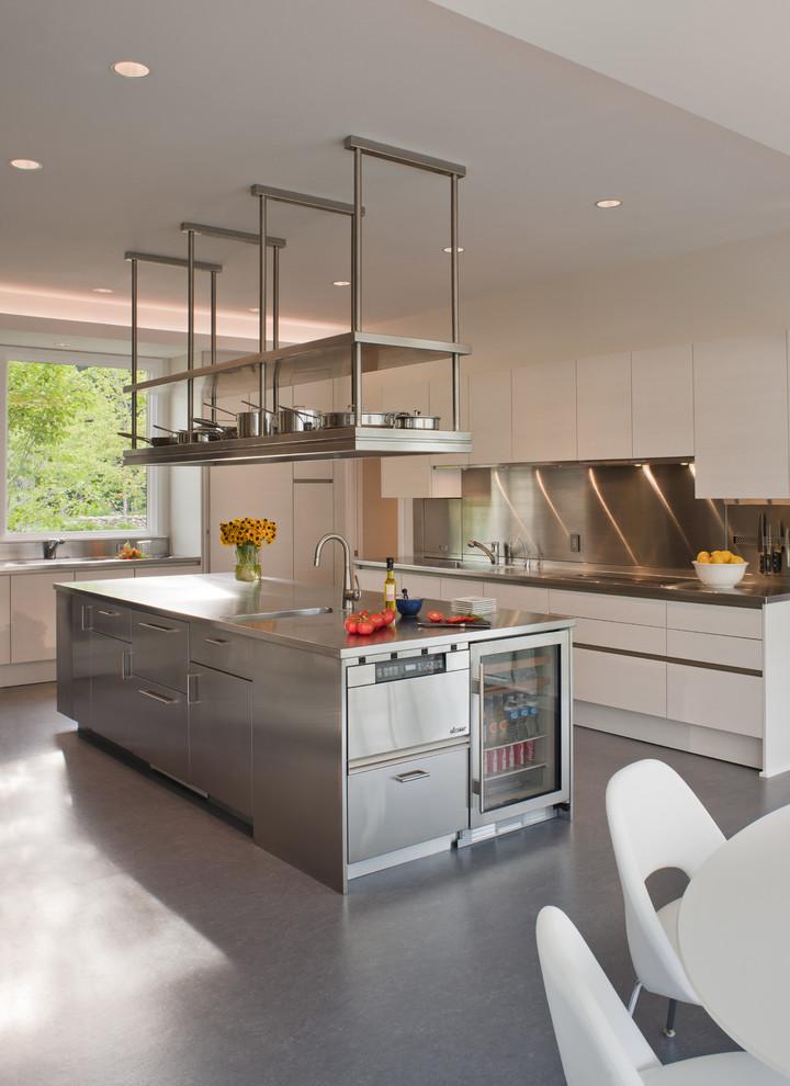 أرفف مطبخ معلقة 4 الرفوف المعلقة.. ديكور متميز ومساحة تخزين إضافية في المطبخ