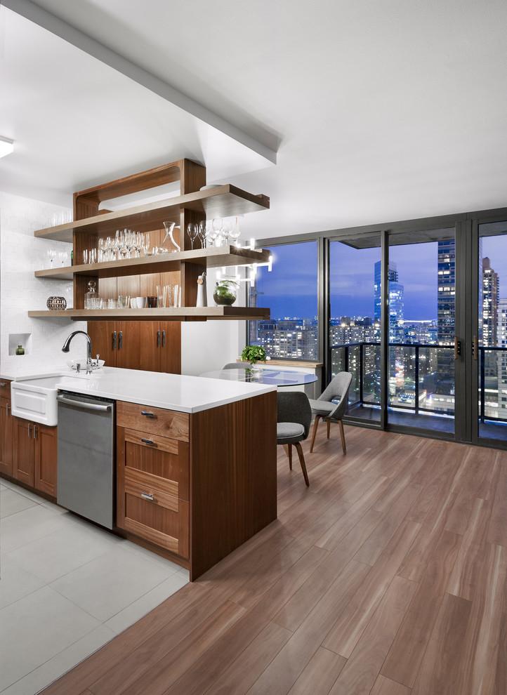 أرفف مطبخ معلقة 6 الرفوف المعلقة.. ديكور متميز ومساحة تخزين إضافية في المطبخ