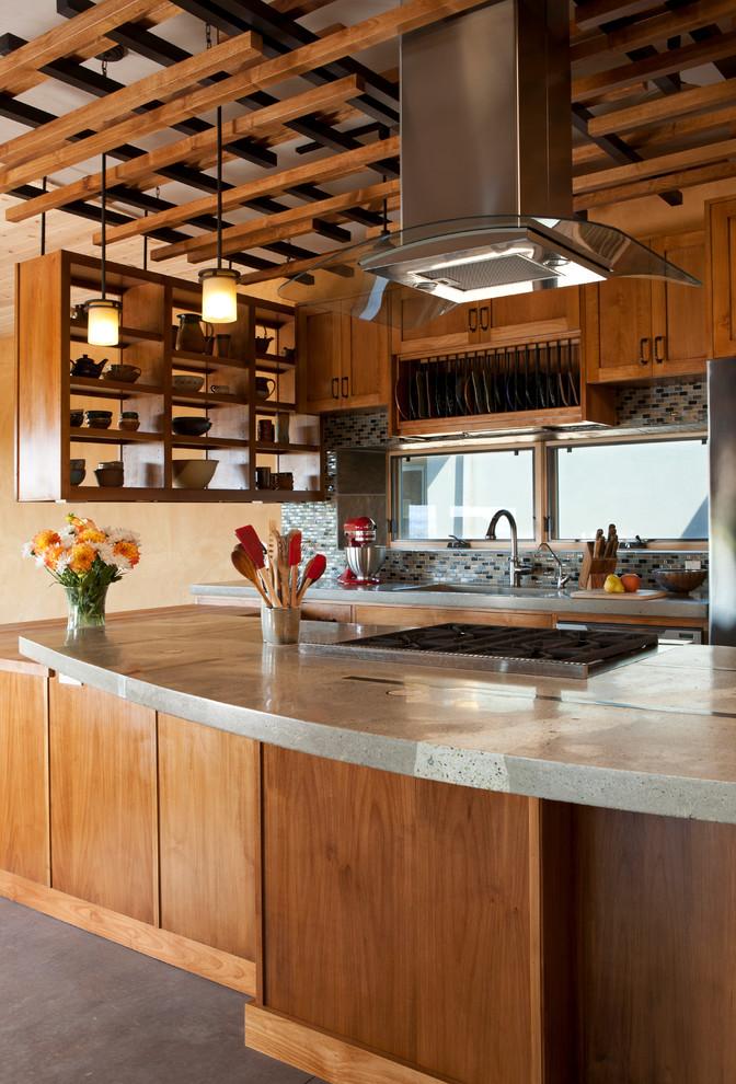أرفف مطبخ معلقة 8 الرفوف المعلقة.. ديكور متميز ومساحة تخزين إضافية في المطبخ
