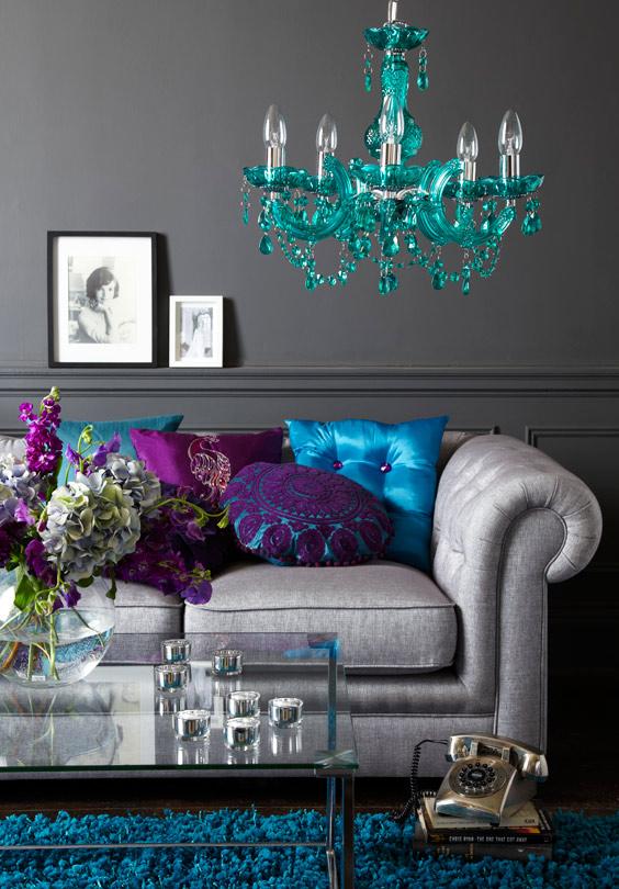 أريكة بوسائد حريرية 10 نصائح لاختيار الأريكة المثالية  لغرفة جلوسك