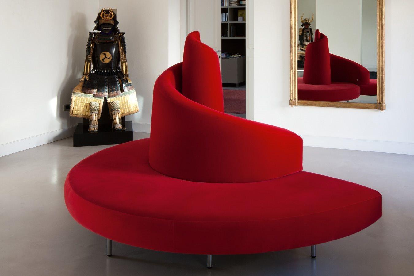 أريكة عصرية غريبة 1ب الراحة والعصرية في تصميمات أرائك غريبة وغير تقليدية