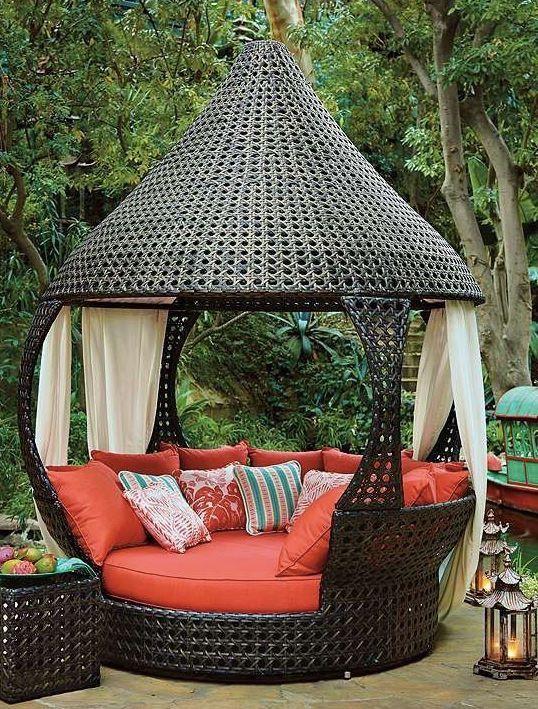 أريكة 2 ديكورات خيالية لحدائق المنازل