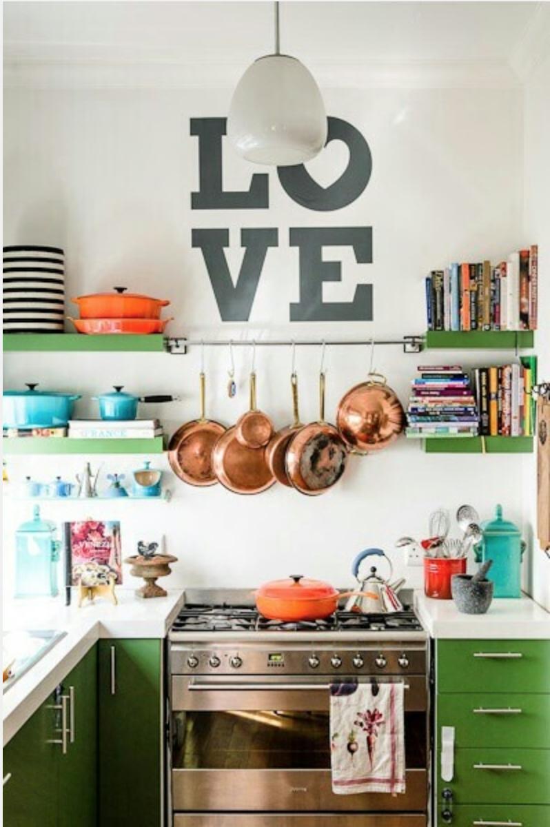 أواني مطبخ ملونة 2 أضيفي الحيوية الى تصميم المطبخ بطرق مبتكرة