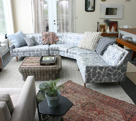 اريكة منقوشة