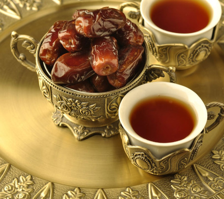 التمر-والشاي-في-رمضان