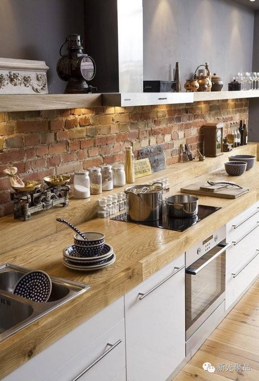 تزيين الجدار بالطوب اللبني 11 1021x1500 5 أفكار متميزة لتزيين جدران مطبخك