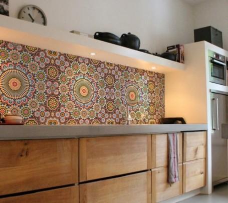 جدار مطبخ مزين بالموزاييك