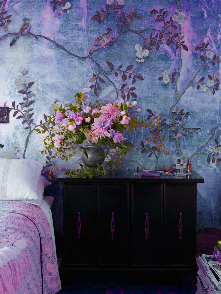 حائط غرفة نوم مزخرف بالزهور 3 كيف تحولين حوائط منزلك للوحات فنية مبهرة؟