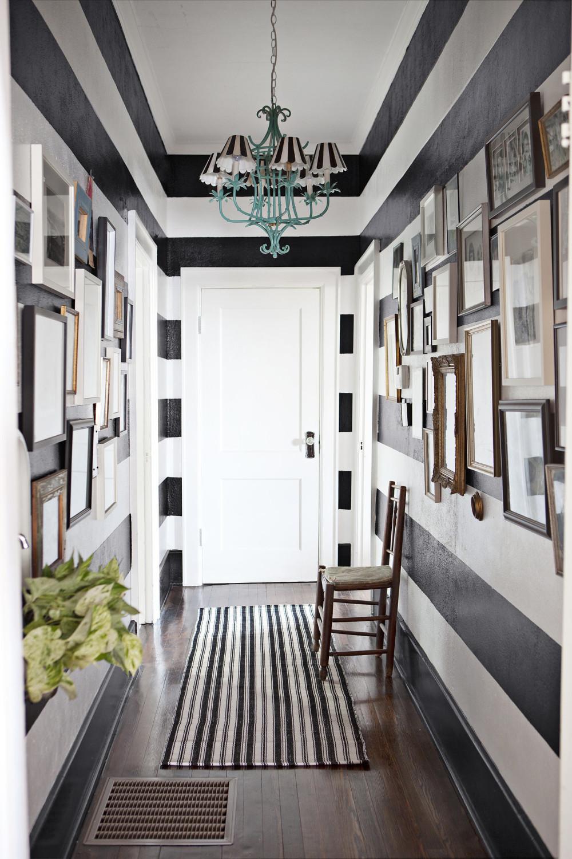 حائط مقلم للرواق 1000x1500 7 أفكار أنيقة وعملية لديكورات أروقة المنازل