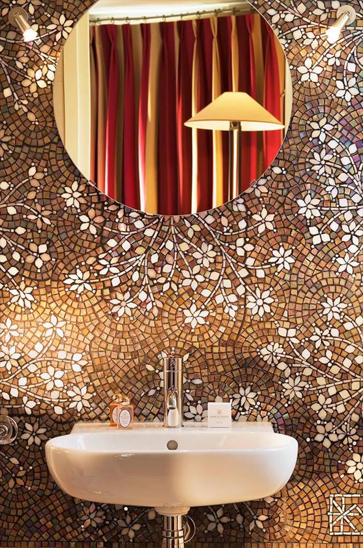 حائط موزاييك فخم الموزاييك.. فخامة وروعة في حمامك