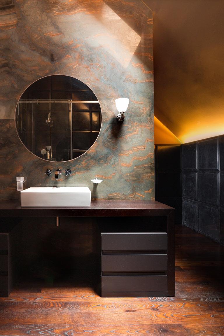 حمام آخر فخم منزل فخم يجمع الديكور الكلاسيك والمودرن بشكل فني رائع