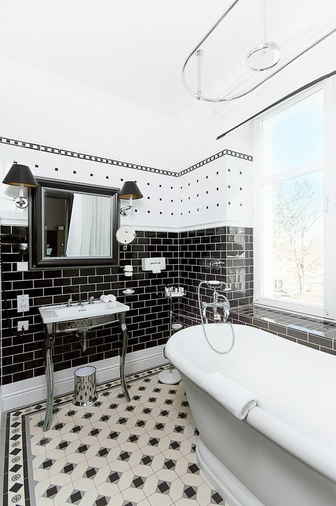 حمام أبيض و أسود 10 الأبيض والأسود.. أناقة وتميز في حمامك
