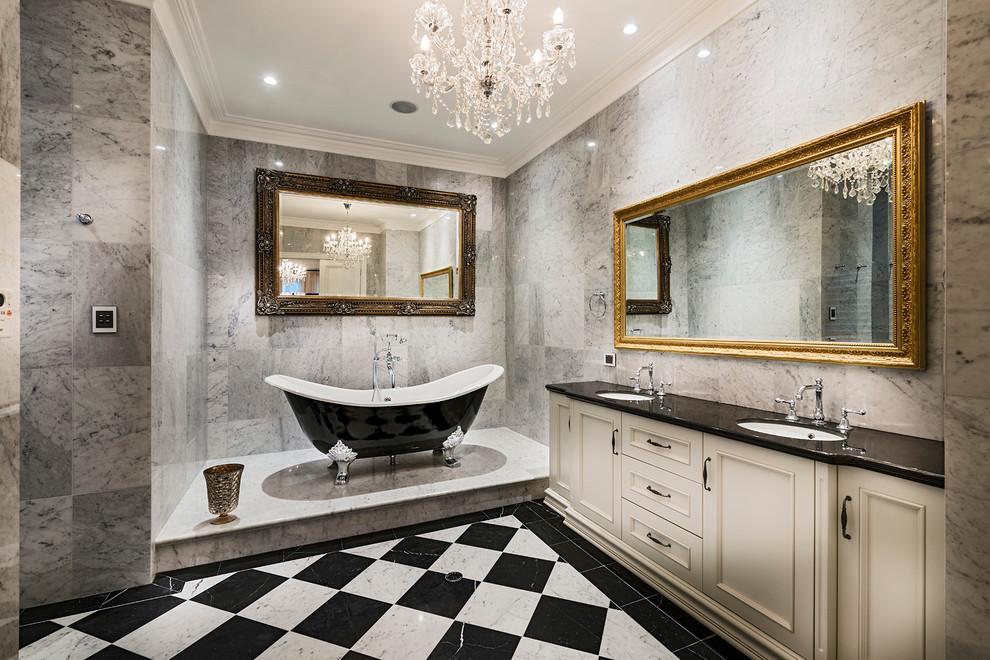 حمام أنيق وفخم 1 حققي الفخامة والرقي في الحمام مع أحواض الاستحمام الكلاسيكية