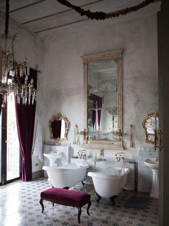 حمام أنيق وفخم 2 حققي الفخامة والرقي في الحمام مع أحواض الاستحمام الكلاسيكية