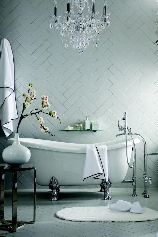 حمام أنيق وفخم 5 حققي الفخامة والرقي في الحمام مع أحواض الاستحمام الكلاسيكية