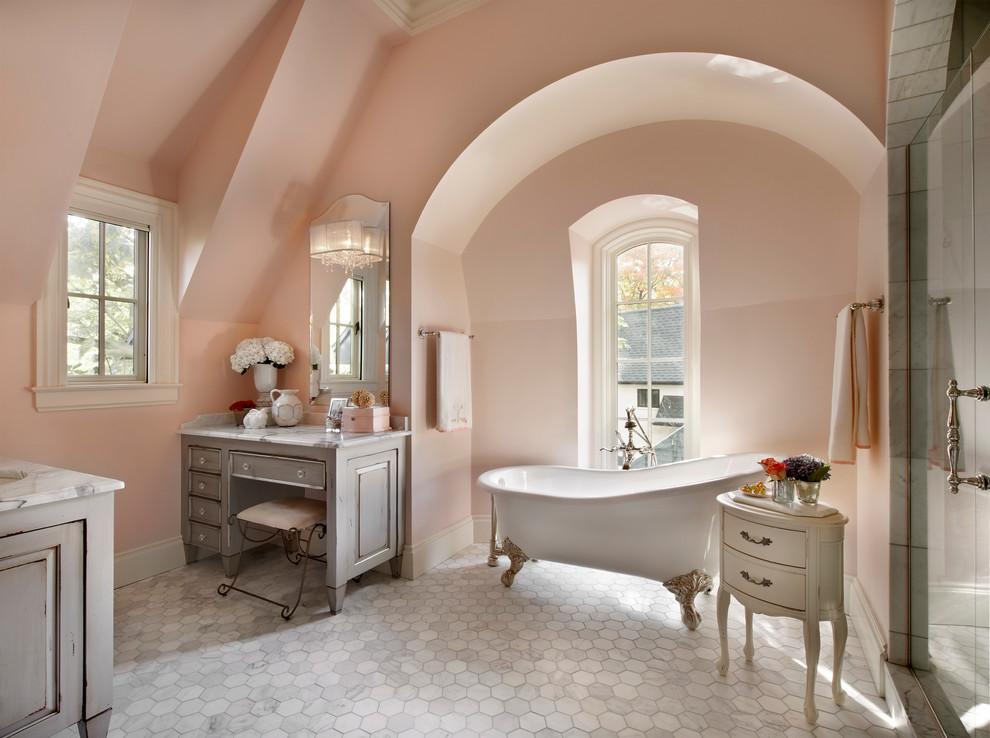 حمام أنيق وفخم 8 حققي الفخامة والرقي في الحمام مع أحواض الاستحمام الكلاسيكية