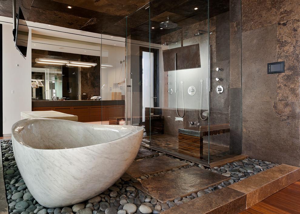 حمام ذو حوائط حجرية 2 10 حمامات فخمة بديكورات حجرية رائعة