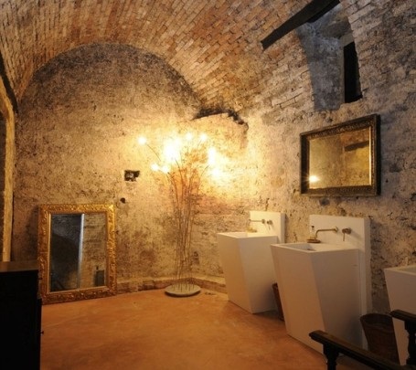 حمام ذو حوائط حجرية 5