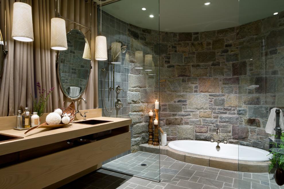 حمام ذو حوائط حجرية 6 10 حمامات فخمة بديكورات حجرية رائعة