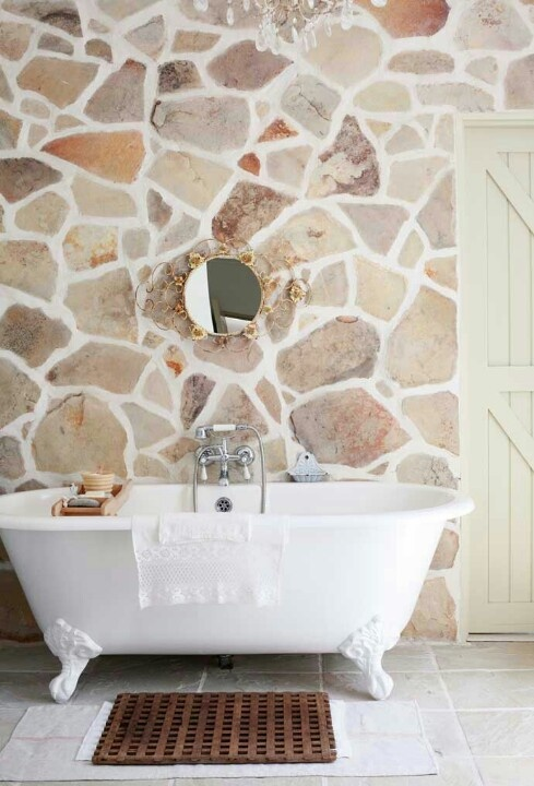 حمام ذو حوائط حجرية 7 10 حمامات فخمة بديكورات حجرية رائعة
