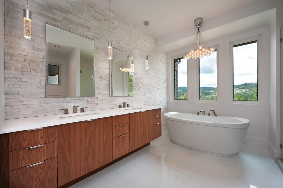 حمام ذو حوائط حجرية 9 10 حمامات فخمة بديكورات حجرية رائعة