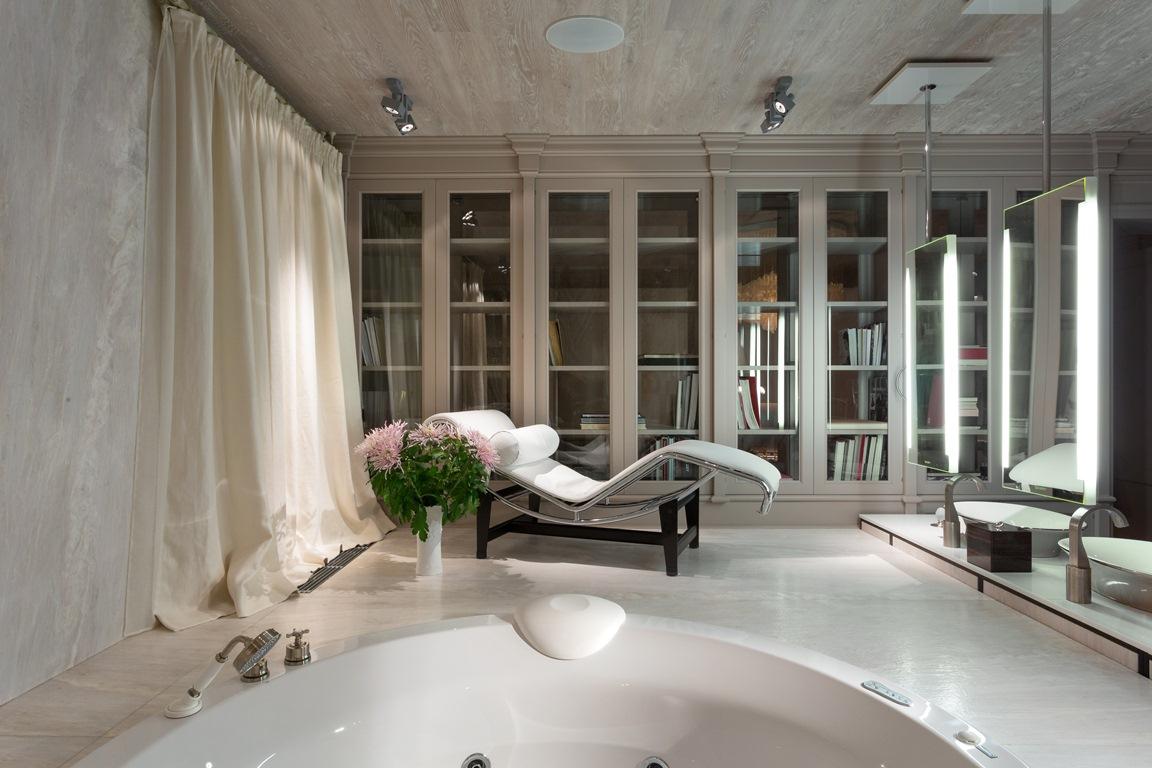 حمام رئيسي فخم 2 منزل فخم يجمع الديكور الكلاسيك والمودرن بشكل فني رائع