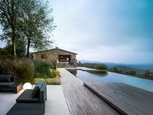 حمام السباحة في المنزل… ضرورة أم رفاهية؟