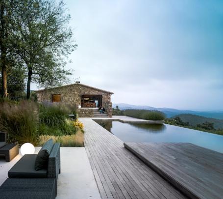 حمام السباحة في المنزل... ضرورة أم رفاهية؟