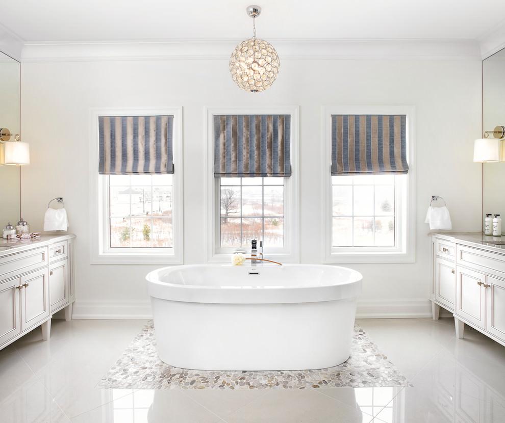 حمام كلاسيك فخم ب الديكورات الكلاسيكية بمظهر عصري في منزل أنيق وراقي