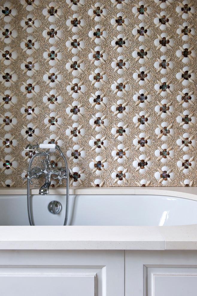 حوض استحمام بديكورات من الطبيعة 1ا منزل متميز بديكورات مستوحاة من الطبيعة وأعماق البحار