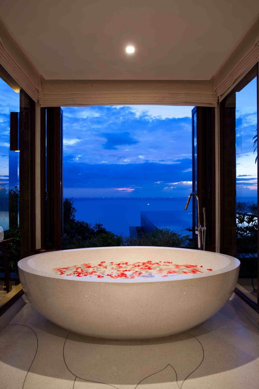 حوض استحمام 15 1000x1500 أحواض استحمام فريدة لهواة الرفاهية