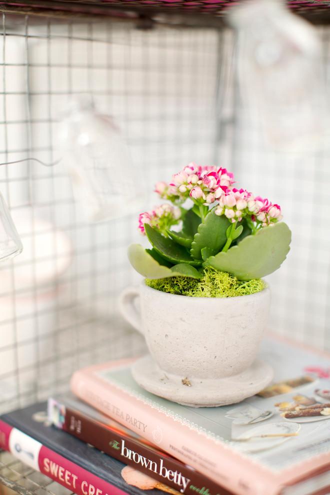زهور في فنجان أضيفي الحيوية الى تصميم المطبخ بطرق مبتكرة