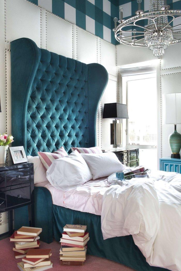 سرير بظهر عالي مبطن السرير ذو الظهر العالي: لمسة أناقة وفخامة في غرفة النوم