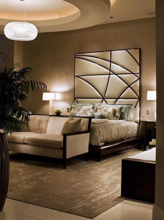 سرير مودرن بظهر عالي 1 السرير ذو الظهر العالي: لمسة أناقة وفخامة في غرفة النوم