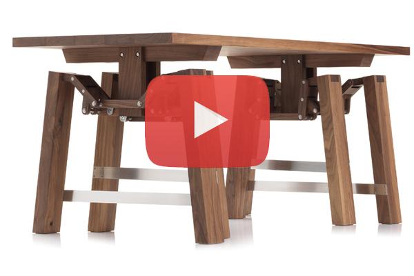 الطاولة المتحركة.. متعة الجلوس في الحديقة بدون عناء
