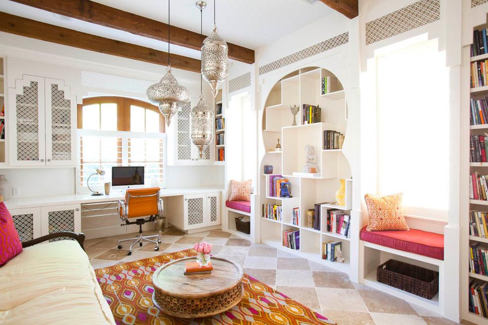 غرفة المكتب سحر الشرق وحداثة المودرن في منزل واحد