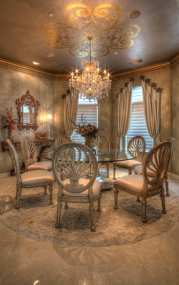 غرفة سفرة راقية 13 الرقي والفخامة في تصميمات غرف سفرة كلاسيكية بألوان هادئة