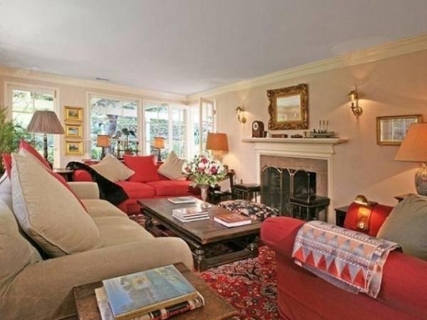غرفة معيشة 6 استوحي ديكور منزلك من منزل النجمة تايلور سويفت (Taylor Swift)