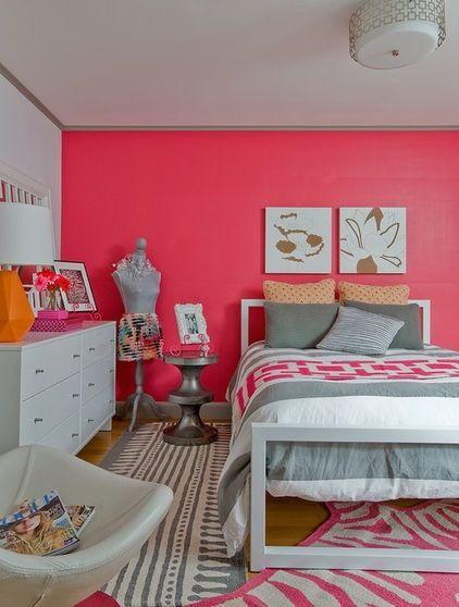 غرفة نوم باللون الوردي
