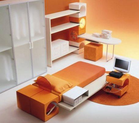 غرفة نوم باللون البرتقالي