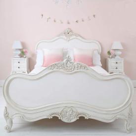 غرف نوم رومانسية بلمسات من الأناقة الفرنسية