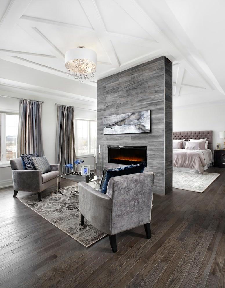 غرفة نوم ومساحة جلوس أنيقة الديكورات الكلاسيكية بمظهر عصري في منزل أنيق وراقي