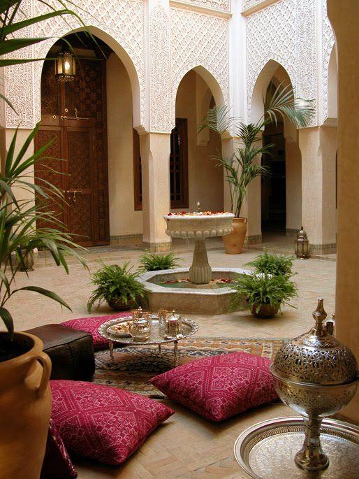 في الخارج ديكورات عربية في غاية الفخامة لمنزلك
