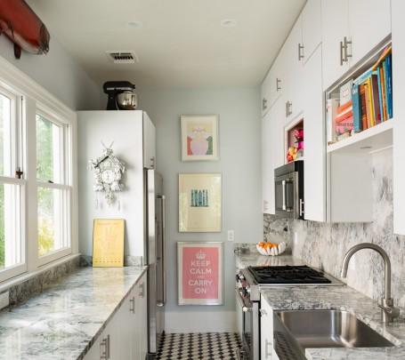 لوحات على حائط المطبخ