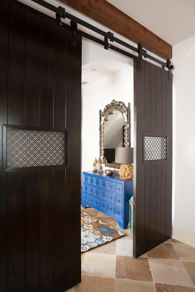 مدخل المنزل 2 سحر الشرق وحداثة المودرن في منزل واحد