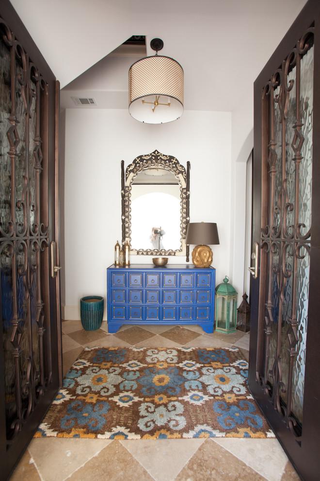 مدخل المنزل سحر الشرق وحداثة المودرن في منزل واحد