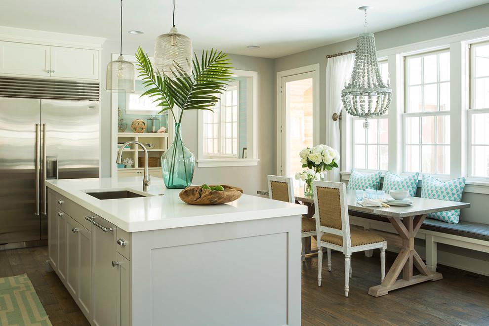 مزهرية كبيرة في المطبخ المزهريات الكبيرة.. لمسة من جمال الطبيعة داخل المنزل