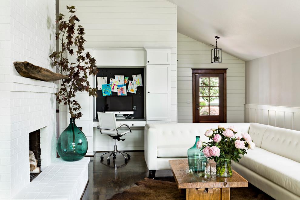 مزهرية كبيرة في غرفة المعيشة 2 المزهريات الكبيرة.. لمسة من جمال الطبيعة داخل المنزل