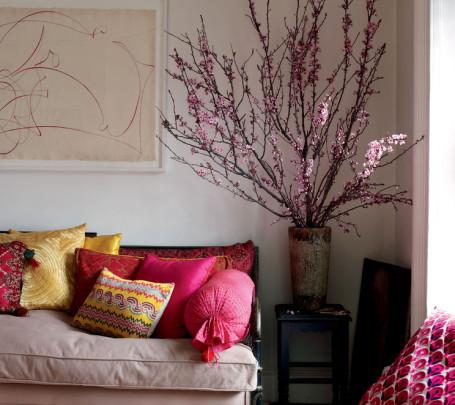 مزهرية كبيرة في غرفة المعيشة