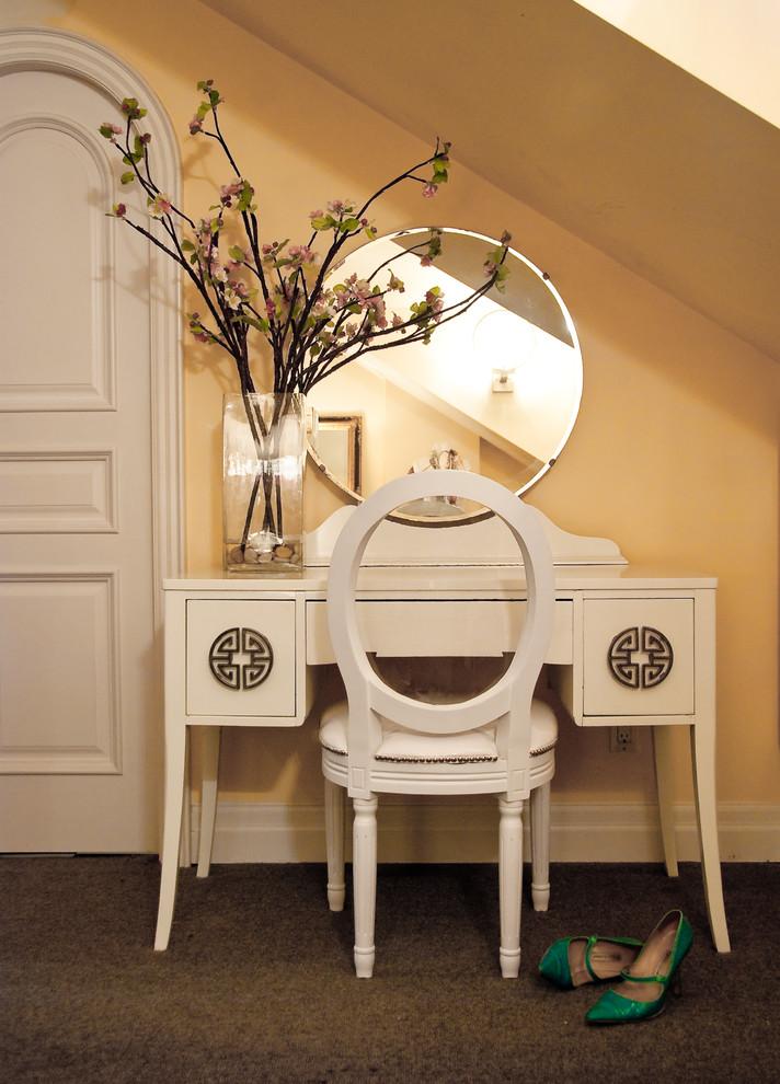 مزهرية كبيرة في غرفة النوم المزهريات الكبيرة.. لمسة من جمال الطبيعة داخل المنزل